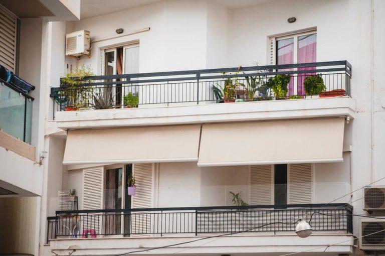 Jak wybierać konkretne osłony balkonowe?